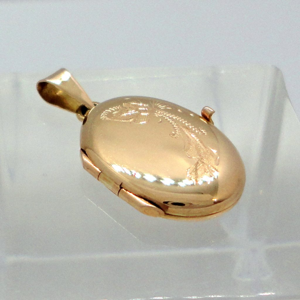 Kultainen pieni medaljonki.