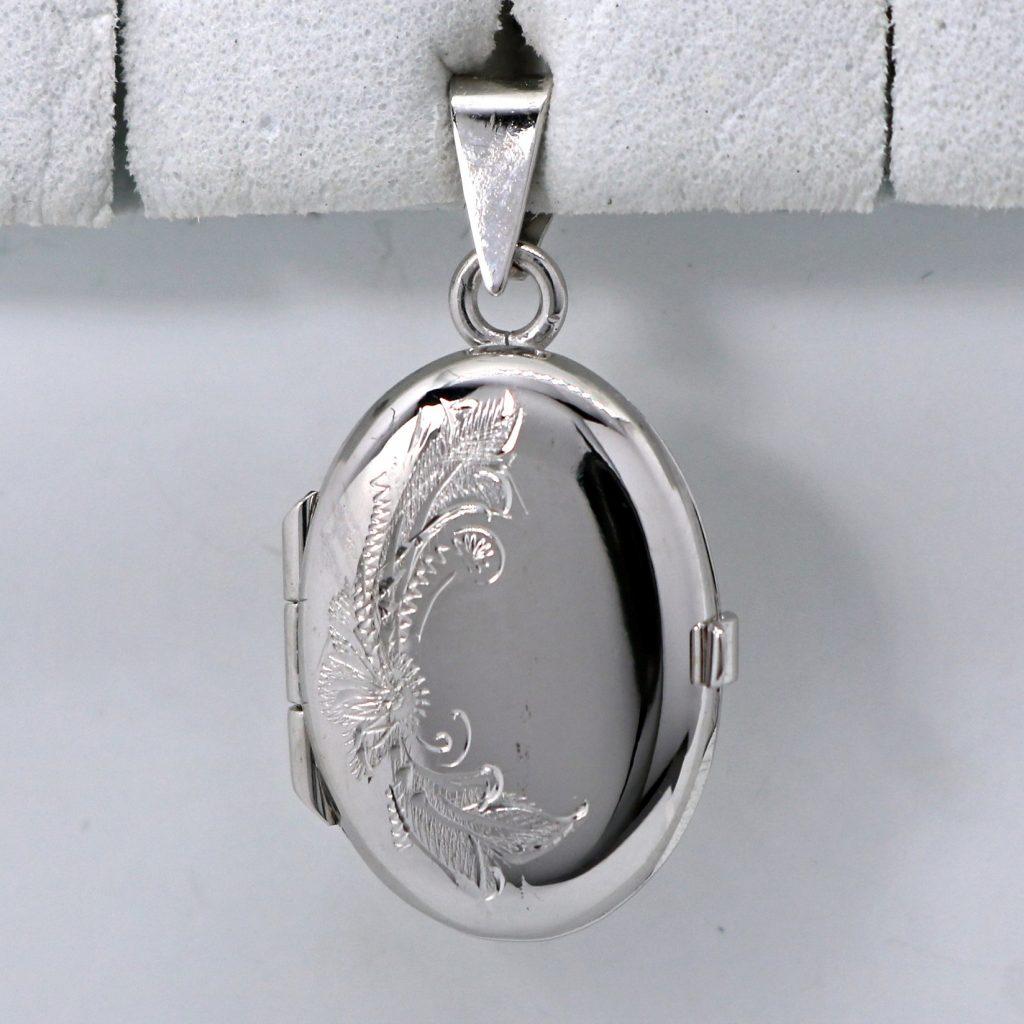 pieni valkokultainen medaljonki