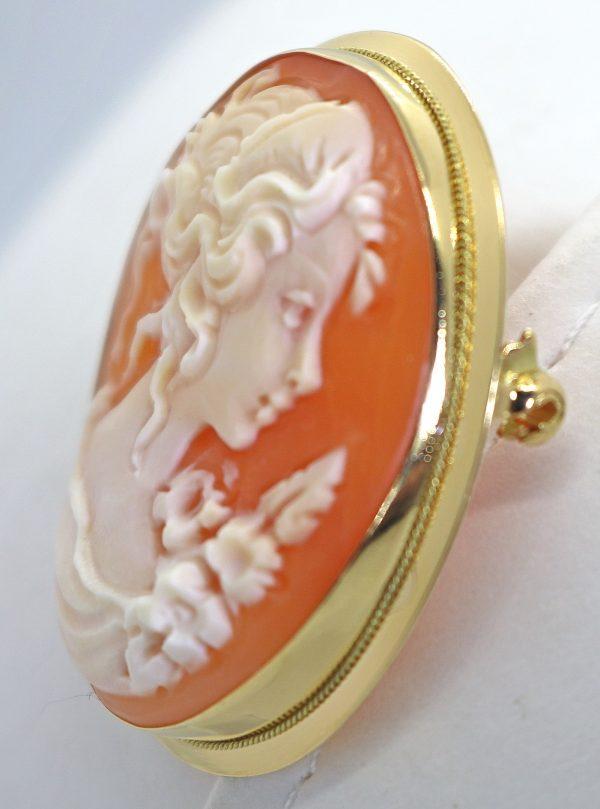 Kultainen kamee solkiriipus 30 mm