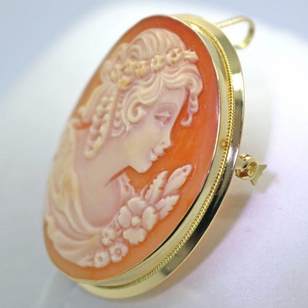 Kultainen kamee solkiriipus 35 mm