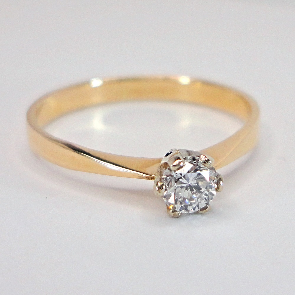 yksikivinen timanttisormus